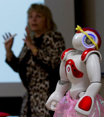 Cindy Lindstrom and a robot